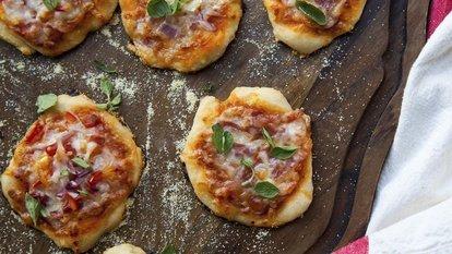 Bazlama pizza nasıl yapılır?