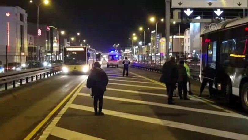 Avcılar'da yerinden çıkan rögar kapağı metrobüse saplandı