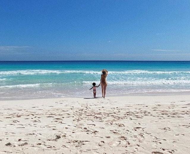 Kylie Jennner ile Stormi Webster'ın sahil pozu - Magazin haberleri