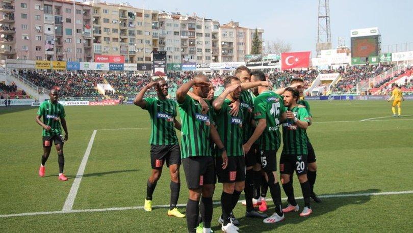 Denizlispor - Yeni Malatyaspor maçında golden sonra asker selamı