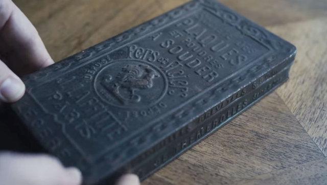 Evinin bodrum katında 120 yıllık kutu buldu!