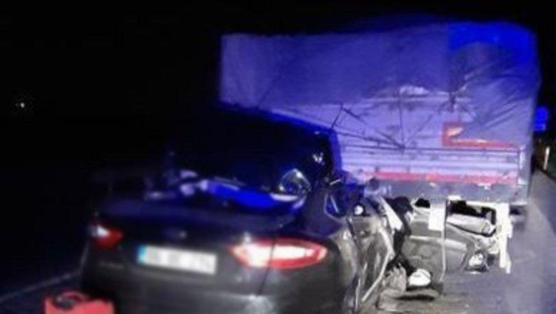 Başkent'te otomobil TIR'a ok gibi saplandı: 2 ölü