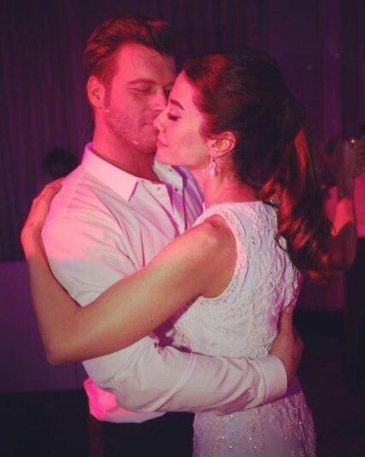 Kıvanç Tatlıtuğ'dan eşi Başak Dizer'e aşk dolu bakış - Magazin haberleri