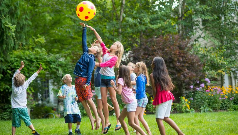 Koronavirüs: Çocuğunuzun diğer çocuklarla oynaması sakıncalı mı?