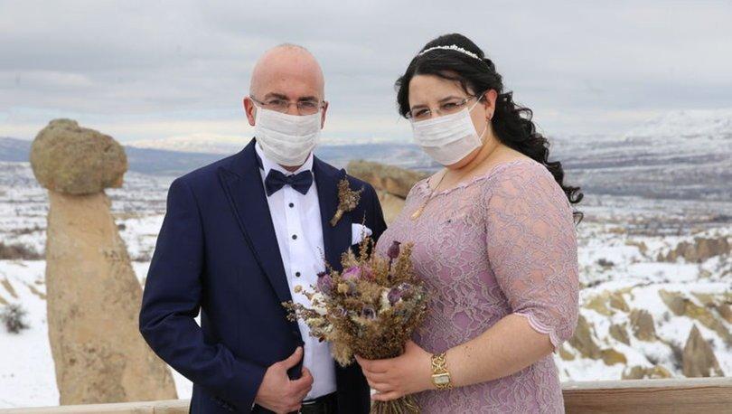 maskeli düğün fotoğrafı,