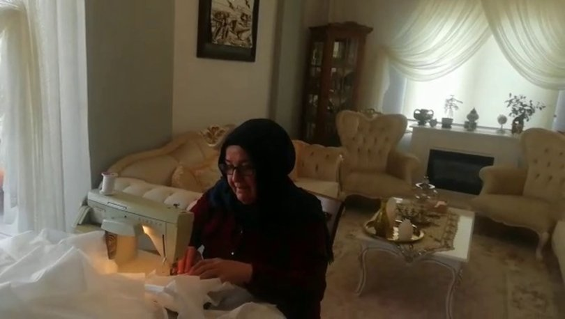 Uşak'ta bir çift evde koruyucu maske üretip ücretsiz dağıtıyor!