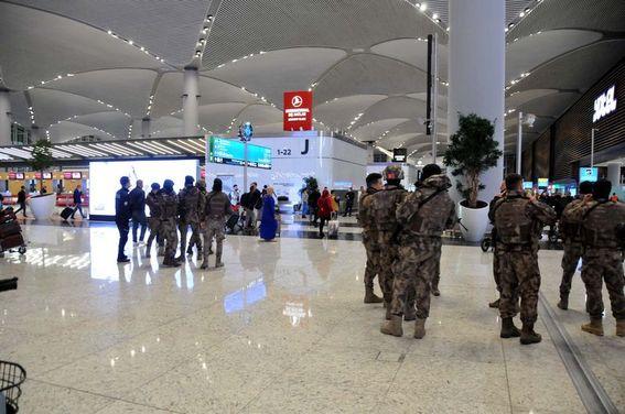 İstanbul Havalimanı'nda da bazı tedbirler dikkat çekti. Havalimanı'nda bulunan Cezayir vatandaşları, Cezayir Hükümeti'nin ülkelerine dönmelerine izin vermemesi üzerine burada mahsur kaldı. Cezayirlilerin ihtiyaçları Türkiye tarafından havalimanında karşılanıyor.