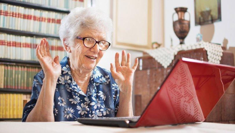 Yaşlılar gençlerin yardımıyla teknolojiyle buluşacak haberler