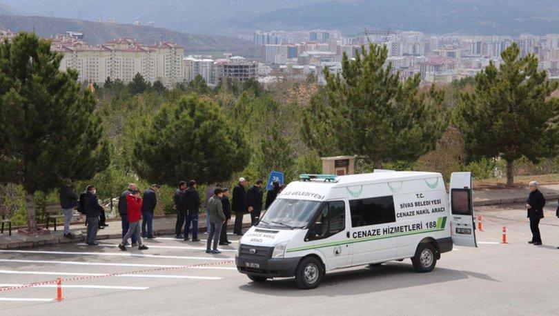Sivas'ta cenaze namazları mezarlıkta kılınıyor