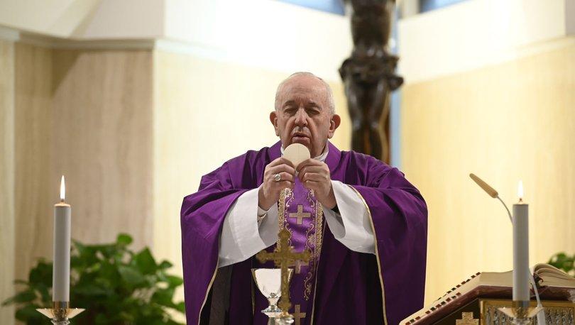 Papa ile aynı konutta kalan rahipte koronavirüs tespit edildi - Haberler