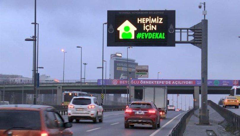 İstanbul'daki trafik tabelalarında 'evde kal' uyarısı