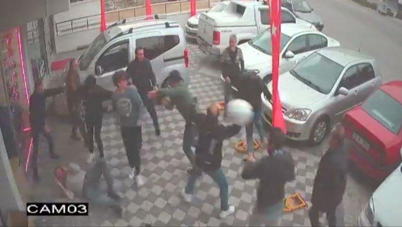 Son dakika kan dondurdu! 12 kişi dükkan bastı! Baba ile oğlu dövdü