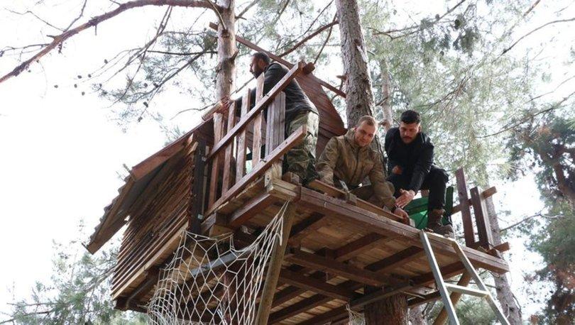 Koronavirüsten korunmak için ağacın tepesinde yaşamaya başladılar