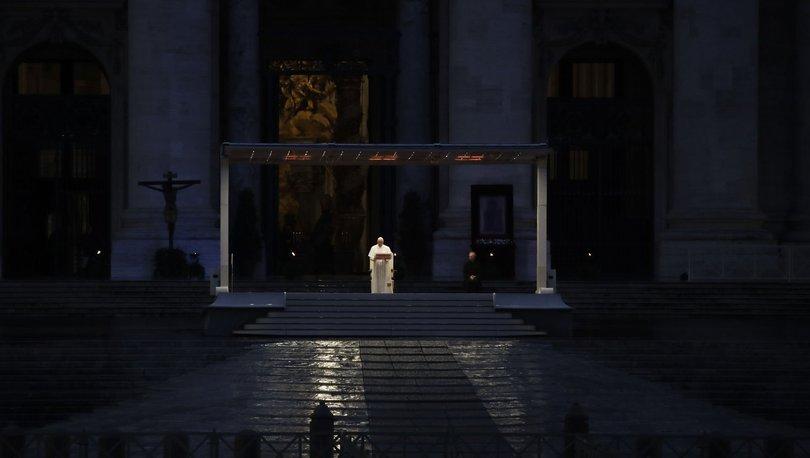 Papa boş meydana konuştu