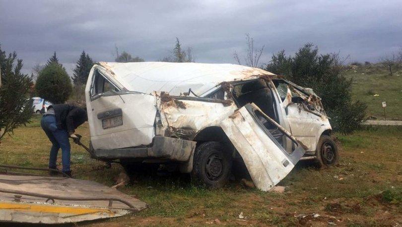 İşçi taşıyan minibüsün otomobille çarpışması sonucu 6 kişi yaralandı