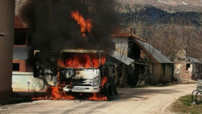 Elektrik dağıtım şirketinin kamyoneti yakıldı