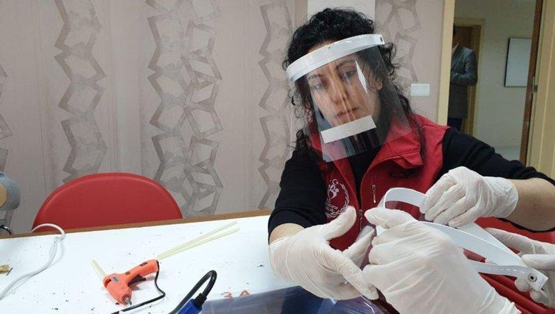 Sinoplu gençlerden sağlık çalışanları için siperlik maske