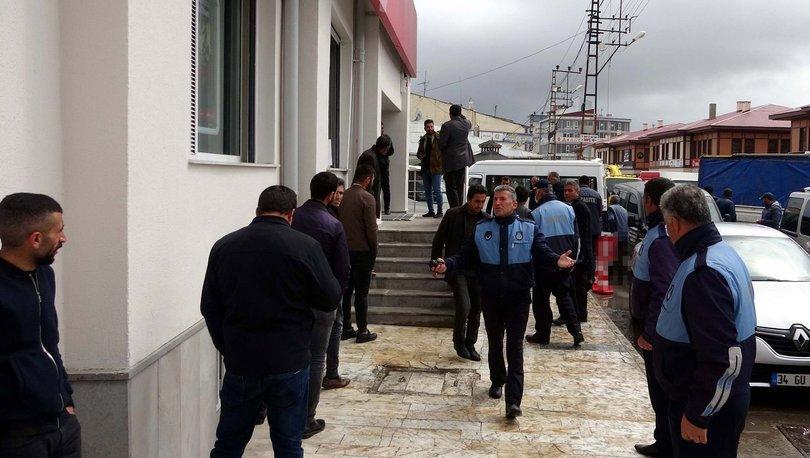 Banka önünde kuyruk oluştu, zabıta ekipleri 'mesafe' ayarladı