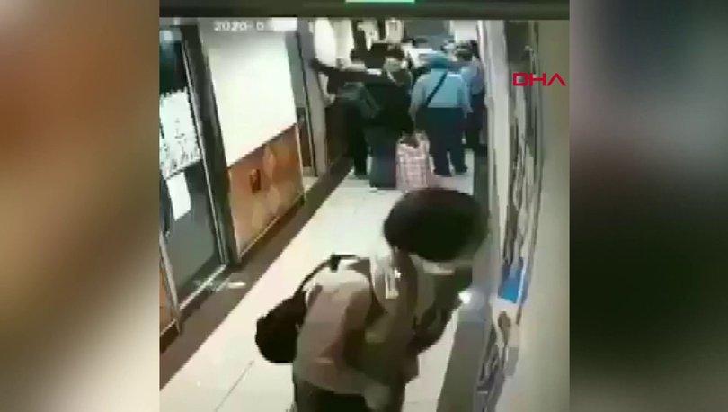 Koronavirüs endişesi sürerken İspanya'da Çinli kadın metroda panolara tükürdü - Haberler
