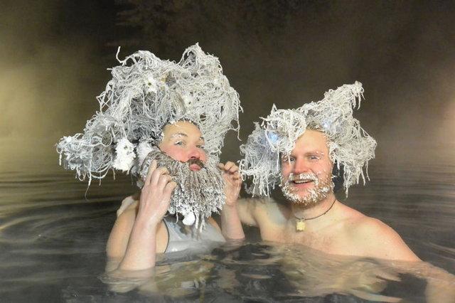 Saçları, kirpikleri dondu! -20 derecede havuza girip yarıştılar - Haberler