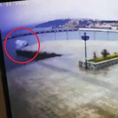 Sinop'ta otomobil denize böyle uçtu!