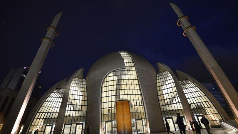 Almanya'nın Köln kentinde ilk kez hoparlörden akşam ezanı okundu ...