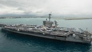 Koronavirüs: Kaptanı 'Savaşta değiliz, ölmemiz gerekmiyor' dediği için görevden alınan Amerikan uçak gemisinden bir asker koronavirüs sonucu öldü