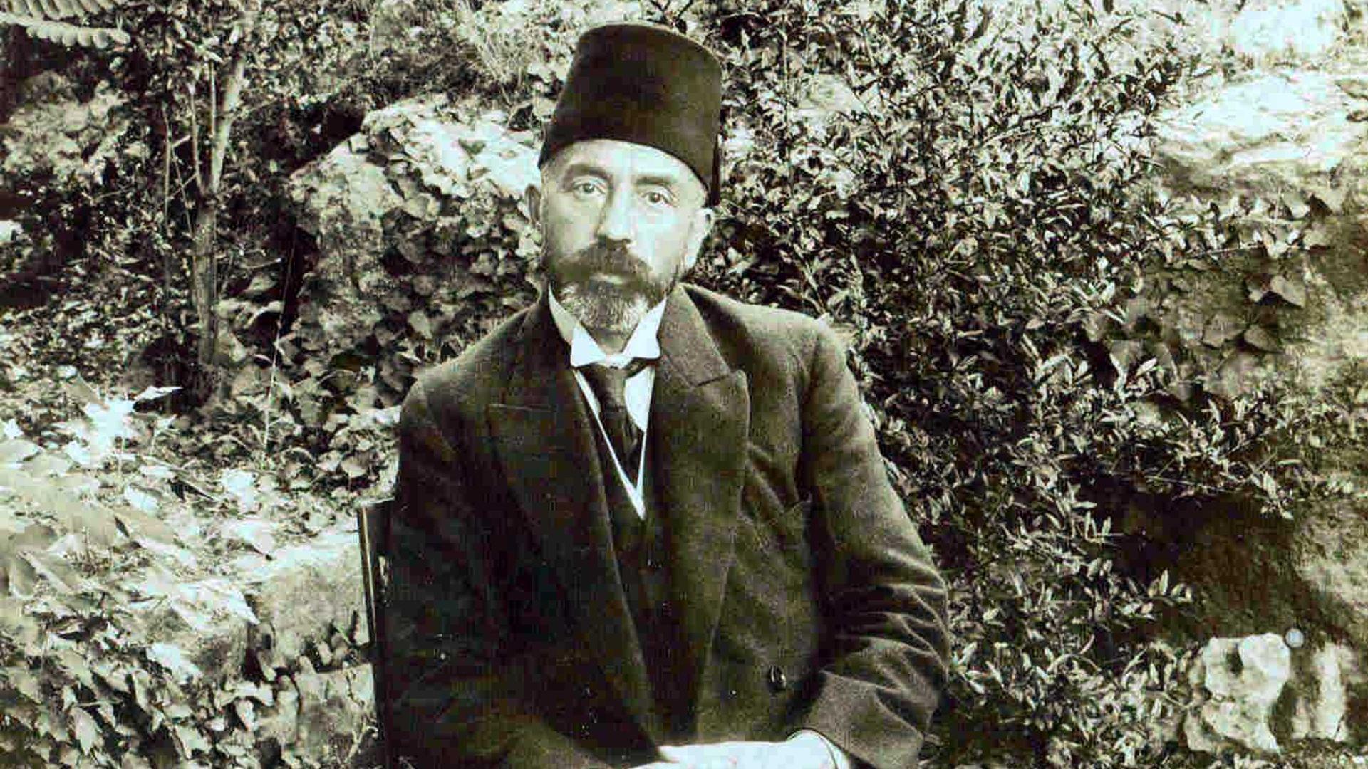 'Korona Günlerinde Şiir'in konuğu 'İstiklal Marşı'nın yazarı Mehmet Akif Ersoy. Aynı zamanda veteriner olan Ersoy, edebiyat öğretmenliği ve milletveki