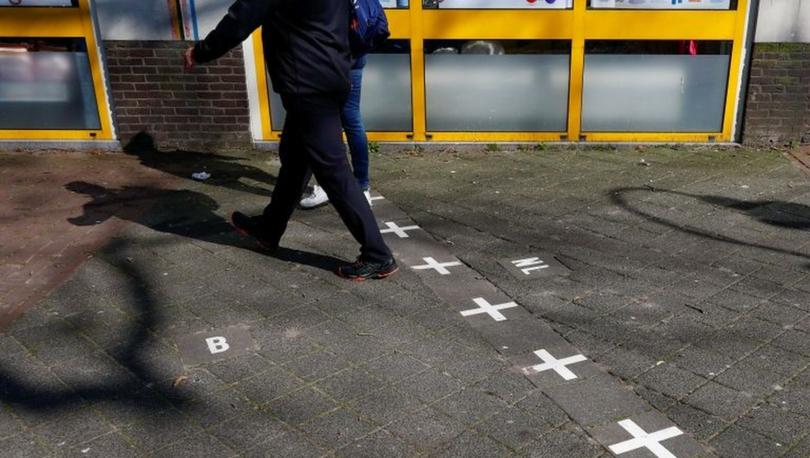 Hollanda - Belçika sınırının ikiye böldüğü dükkanlarda sıra dışı koronavirüs önlemleri