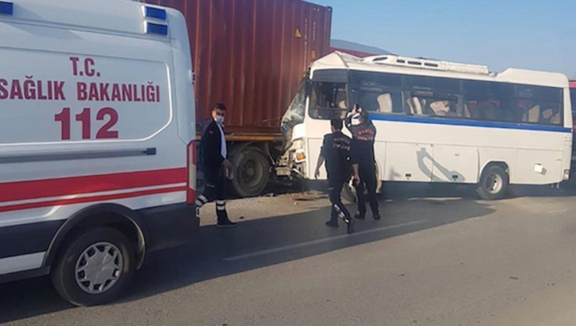 Son dakika haberler... İşçi servisi, park halindeki TIR'a çarptı: 1 ölü, 15 yaralı!