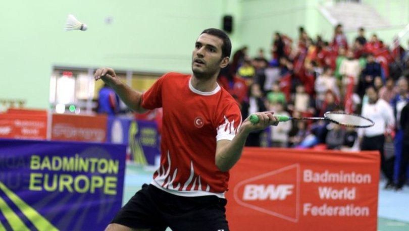 Milli badmintoncu Emre Lale, çalışmalarını terasta sürdürüyor