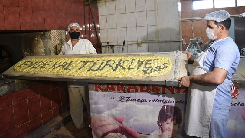 'Evde kal Türkiye' yazılı 2 metrelik pide açık artırmayla satıldı