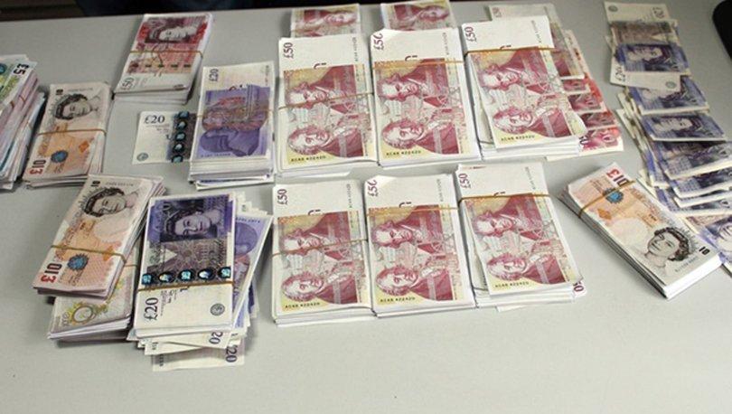 Yol kontrolü yapan polisler 400 bin İngiliz Sterlini buldu