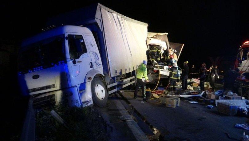 Kocaeli'de iki kargo kamyonu çarpıştı, otoyol kilitlendi - HABERLER