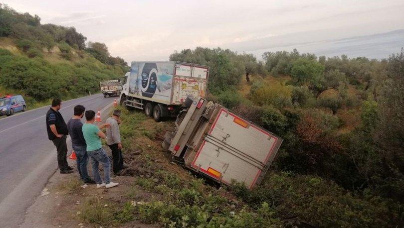 Kamyon ile kamyonet çarpıştı: 1'i ağır 6 yaralı