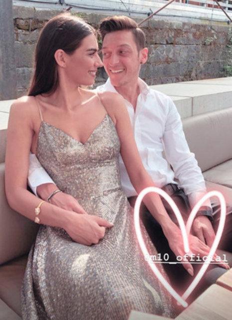 Mesut Özil'den eşi Amine Gülşe'ye: İyi ki doğdun hayatımın aşkı - Magazin haberleri