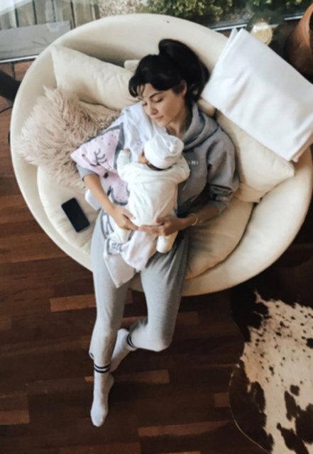 Hande Erçel'den Aylin Mavi ile pozlar - Magazin haberleri