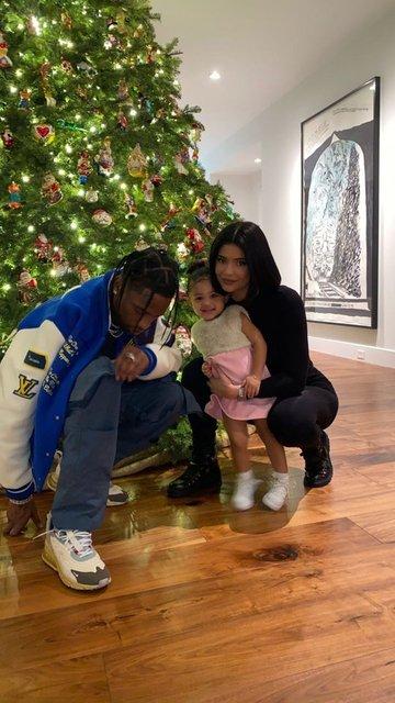 Kylie Jenner doğum odasına bile cep telefonuyla girmiş - Magazin haberleri