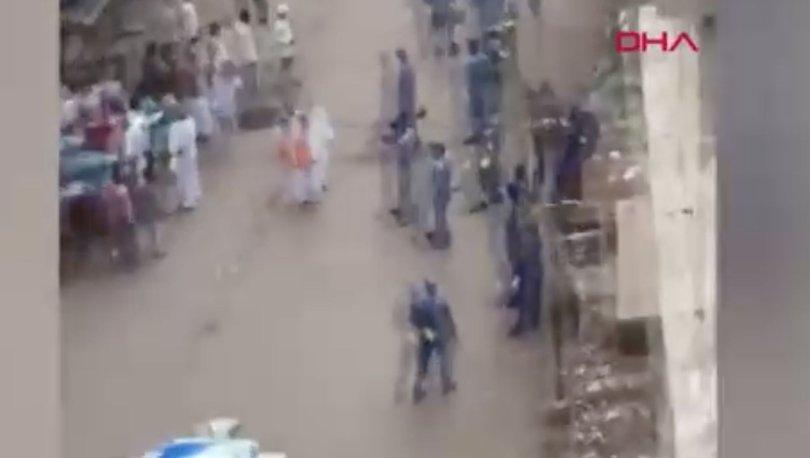 Hindistan'da yasağa uymayan halk polisleri taşladı!