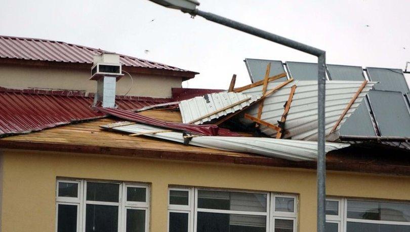 Van'da şiddetli rüzgar okulun çatısını uçurdu