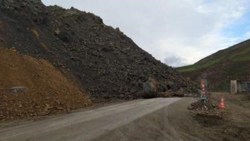 Van-Yüksekova kara yolunda heyelan