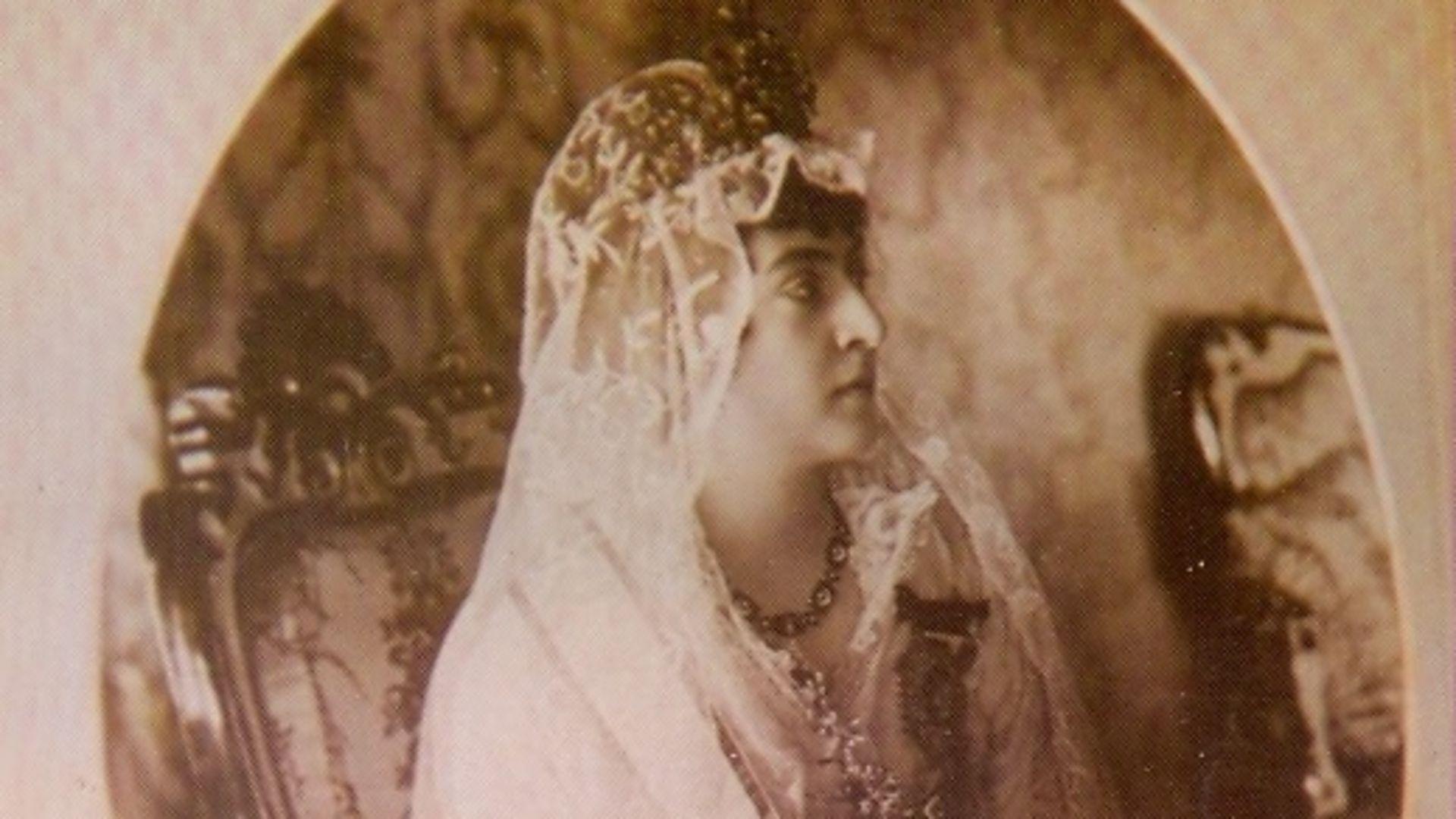 Adile Sultan: Hanedanın tek kadın şairi