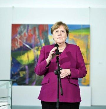"""Almanya Başkanı Angela Merkel, Almanya'da koronavirüs önlemlerinin gevşetilmesinin ardından başlayan normalleşme sürecinde vatandaşlara """"Kurallara uyun"""" çağrısında bulundu."""