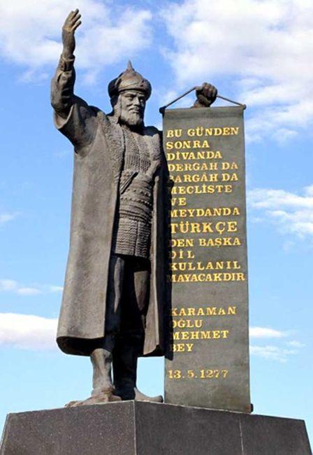 Karamanoğlu Mehmed Bey'in Karaman'da 1993'te dikilen heykelindeki imlâ faciaları…