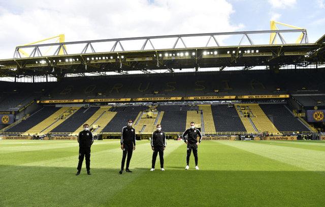 Almanya'da futbol böyle döndü - Sosyal mesafeli gol sevinci