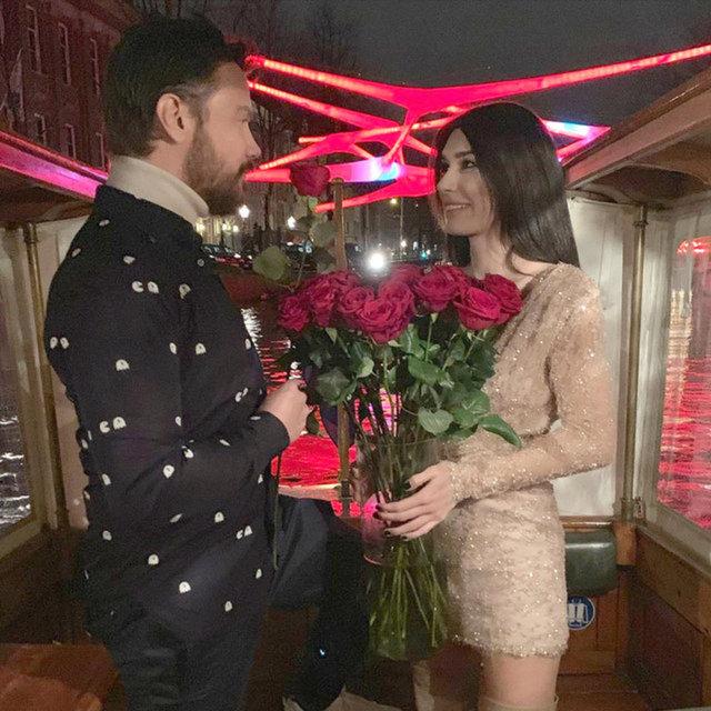 Mustafa Ceceli ile Selin İmer'den Burcu Kıratlı-Sinan Akçıl çiftine sürpriz kutlama - Magazin haberleri