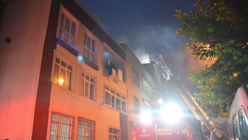 Küçükçekmece'de 4 katlı apartman alev alev yandı