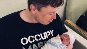 Elon Musk bebeğinin adını değiştirdi