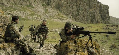 Dağ 2: Gerçek silahlarla çekilen film