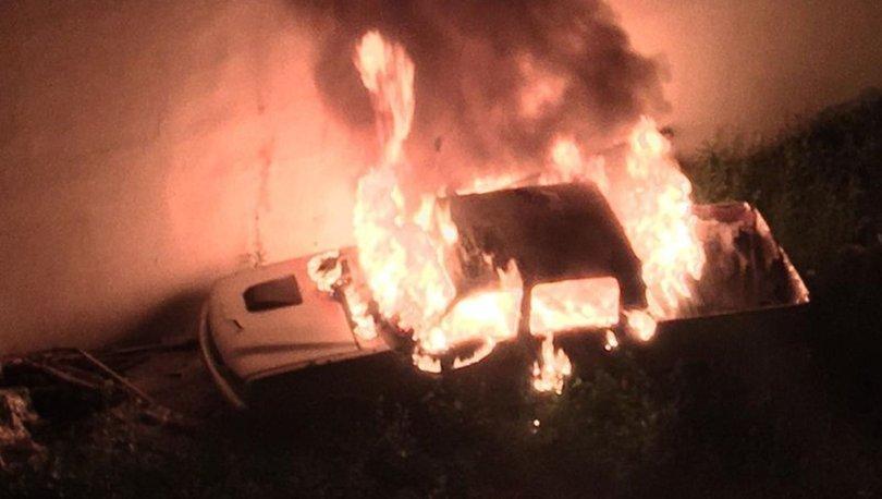 Sivas'ta park halindeki kamyonet alev alev yandı